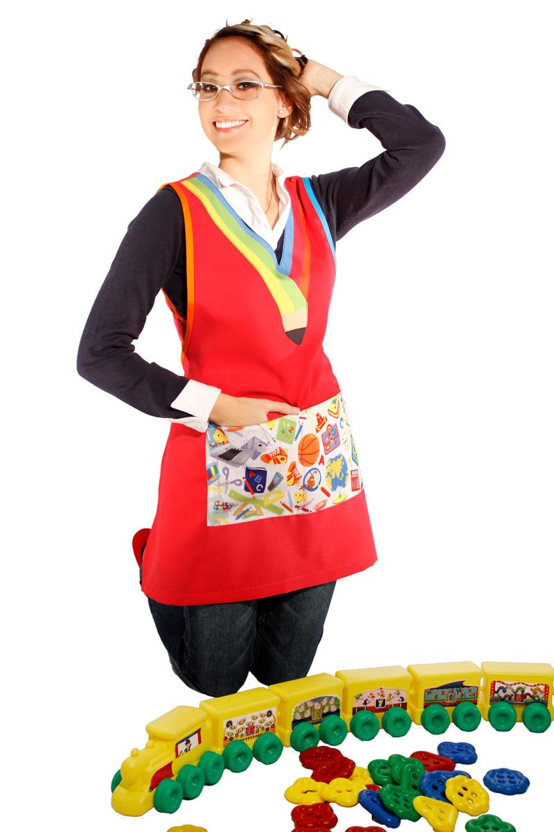 imagen de bata para maestra de preescolar con juguete