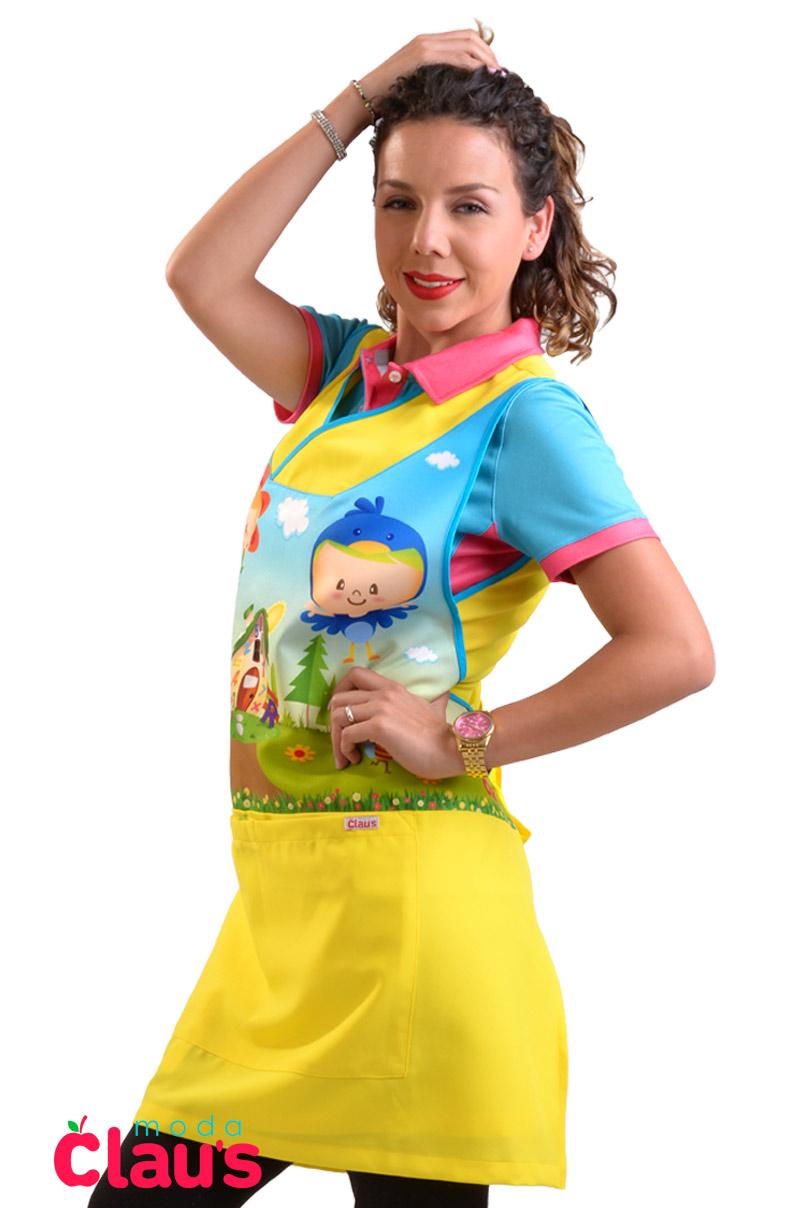 costado de uniformes de maestra de preescolar en color amarillo