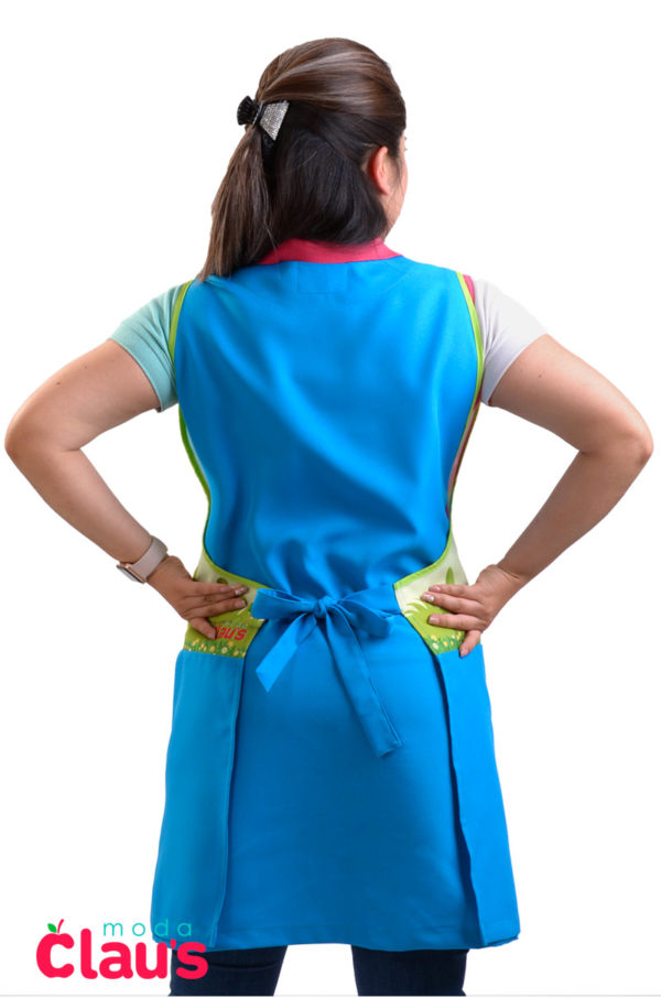 espalda de uniformes para maestras de preescolar en color azul cielo